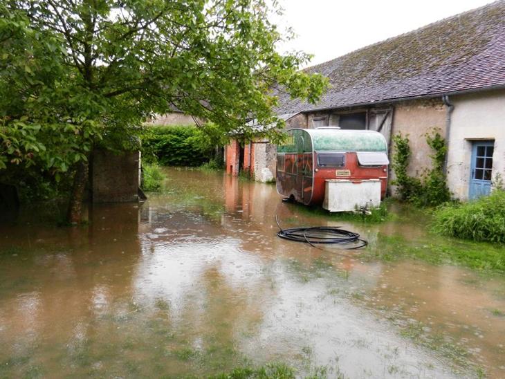 Toilettes sèches et salle d'accueil inondés