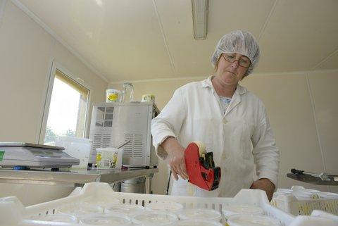 Etiquettage de date pour le fromage blanc bio
