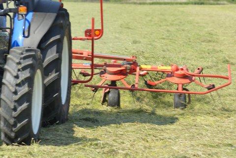 Machine agricole pour les foins